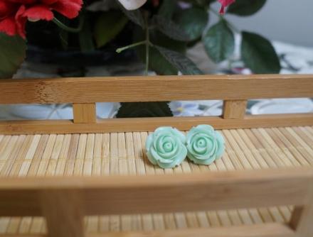 18 mm mint green rose studs