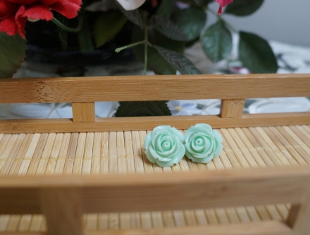 18 mm mint green rose studs